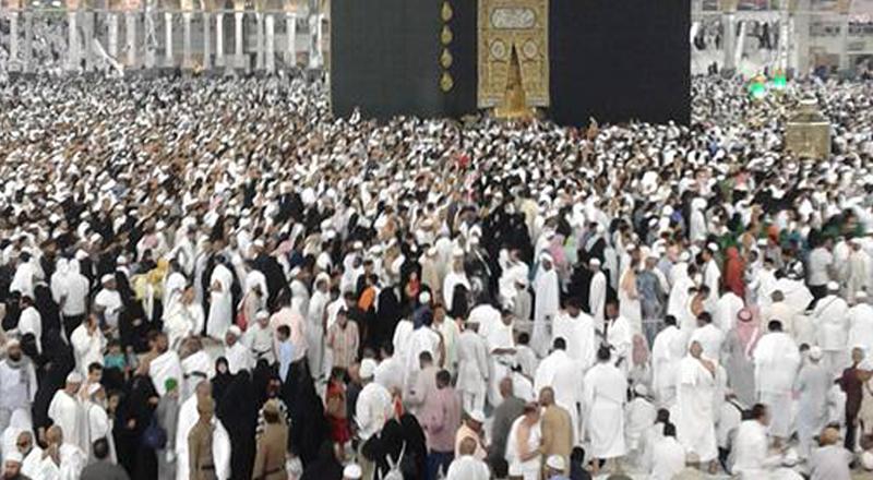 Tawaf during Umrah